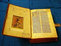 Biblia-Innenansicht-1024x766