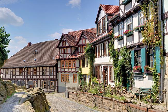 Quedlinburg, Schlossberg, Fachwerkhäuser an Klippen. Foto: J. Meusel